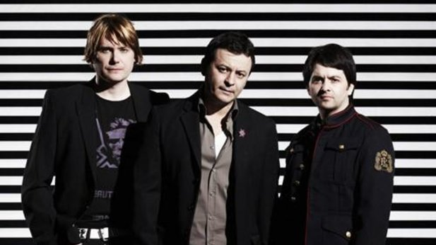 Manics and Steps compete for album chart top spot: welcome to the 90s