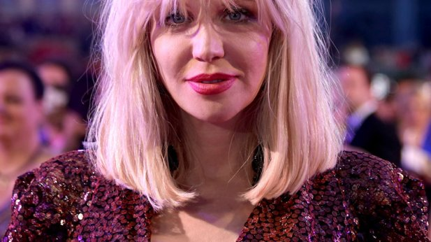 Video: Courtney Love sings with Rockin1000