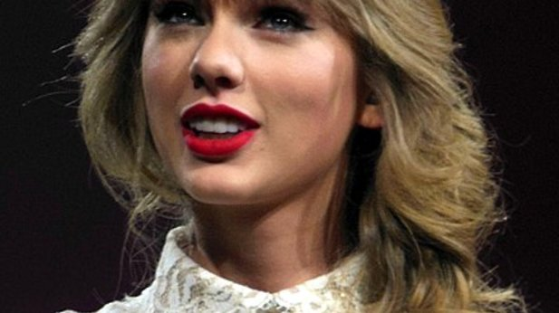 Taylor Swift and Ian McKellen to star in Cats musical movie